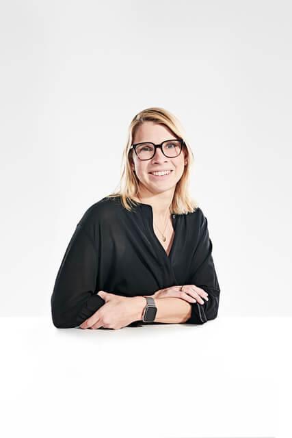 Portrait der Referentin Anja Hendel