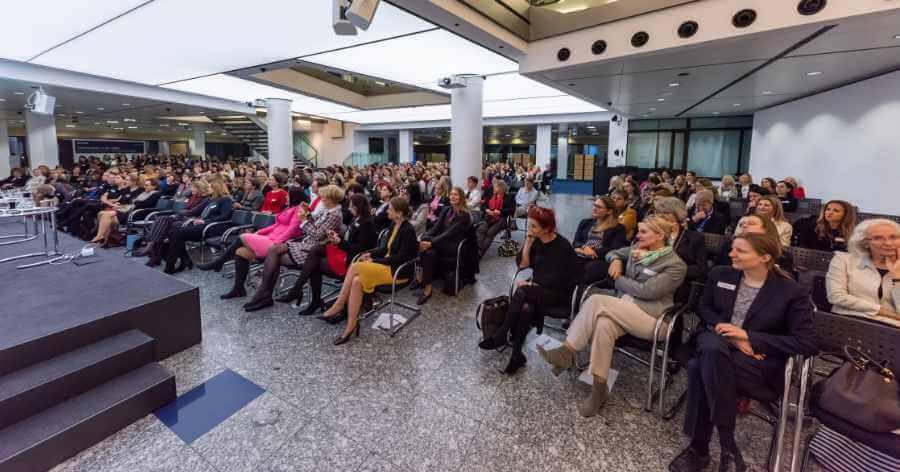 Publikum beim Neujahrsempfang Forum Frauennetzwerkte Region Stuttgart
